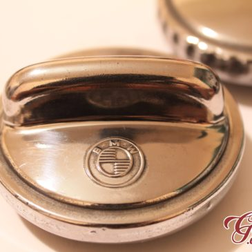 Polished oil cap – just the right amount of bling